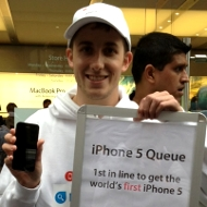 Heres-the-worlds-first-iPhone-5-owner