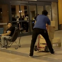 Hilarious-prank-has-Apple-Genius-drop-boxes-with-iPhone-5-while-fans-are-waiting-in-line-video
