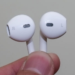 Redesigned-Apple-iPhone-5-earphones-show-horse-head-like-appearance