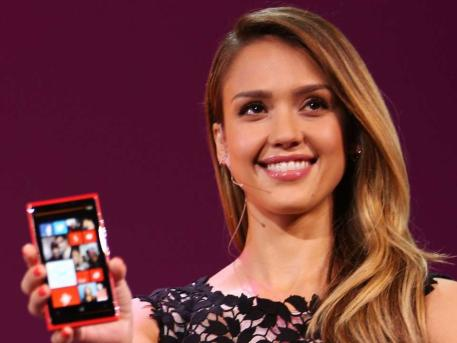 Jessica-Alba-Lumia-920_Launch
