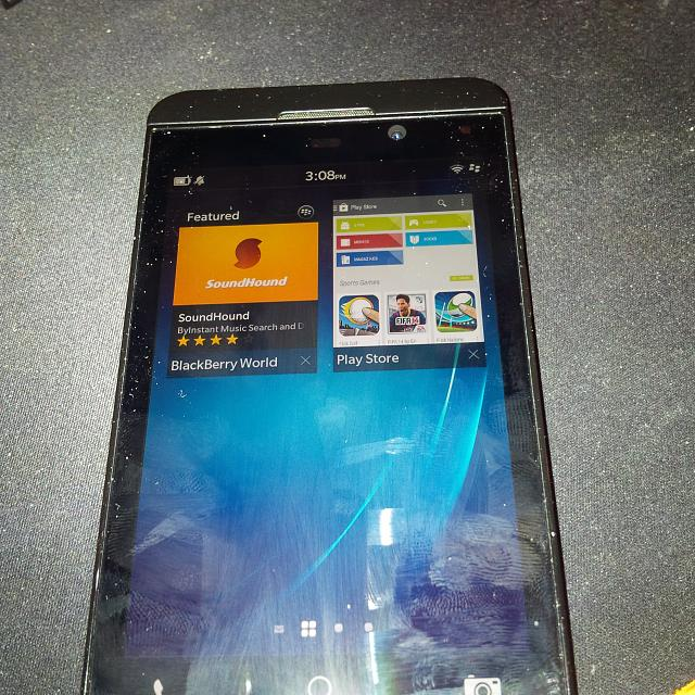Leaked-screenshots-show-the-Google-Play-Store-running-on-BlackBerry-10.2 (1)