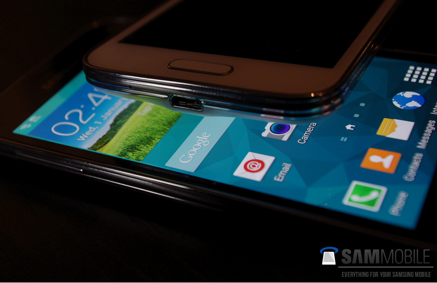 Pictures-of-the-Samsung-Galaxy-S5-mini-some-with-the-Samsung-Galaxy-S5 (3)