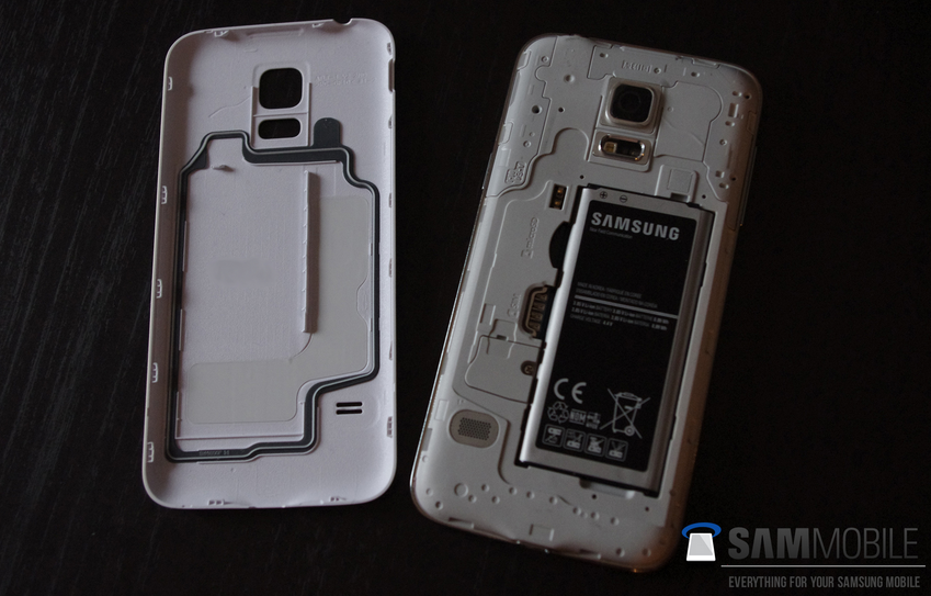Pictures-of-the-Samsung-Galaxy-S5-mini-some-with-the-Samsung-Galaxy-S5 (4)