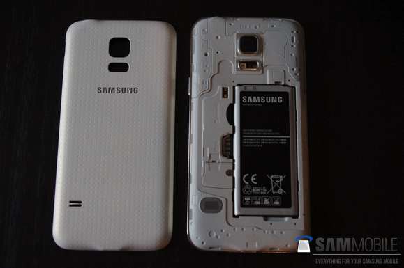 Pictures-of-the-Samsung-Galaxy-S5-mini-some-with-the-Samsung-Galaxy-S5