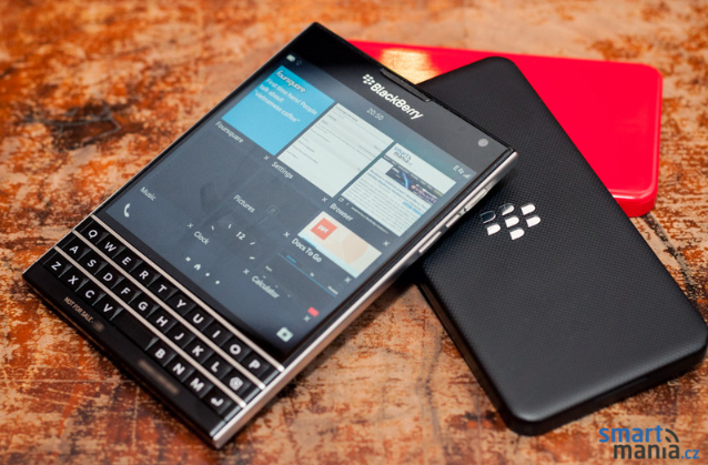 New-pictures-of-the-BlackBerry-Passport (1)