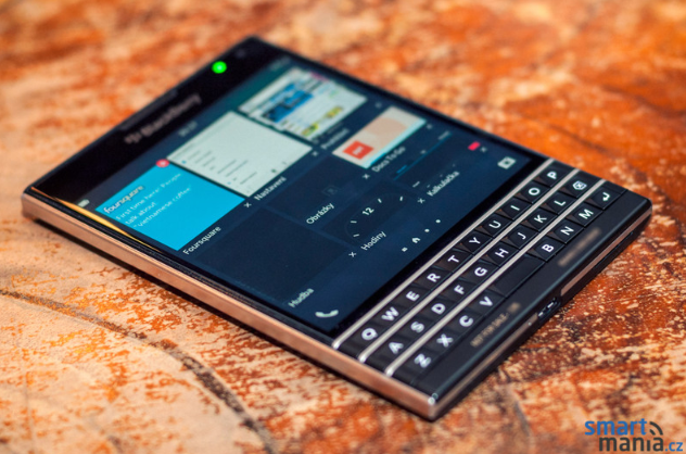 New-pictures-of-the-BlackBerry-Passport (5)
