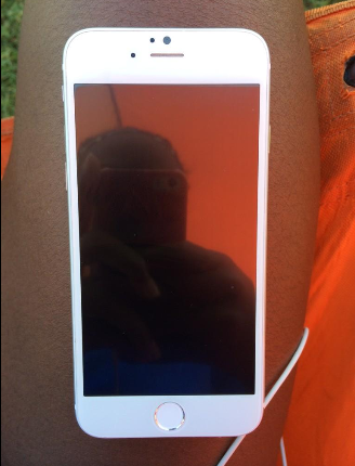 Pictures-of-the-Apple-iPhone-6-allegedly-leak-on-Twitter