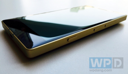 Lumia-930-Gold-Collectors-Edition-coming-to-China-on-January-19th (1)