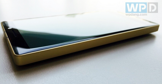 Lumia-930-Gold-Collectors-Edition-coming-to-China-on-January-19th (4)