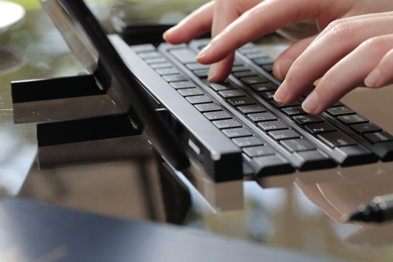 The-LG-Rolly-wireless-keyboard (3)