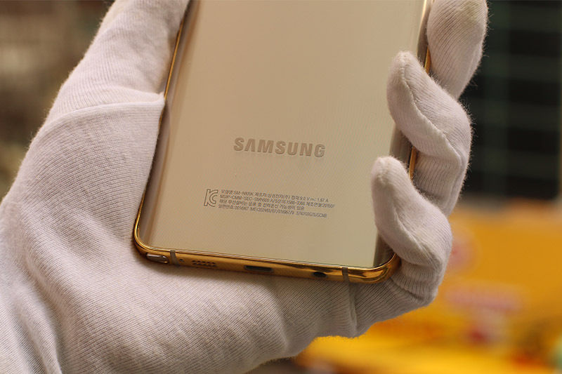 The-gold-plated-Samsung-Galaxy-Note5 (2)